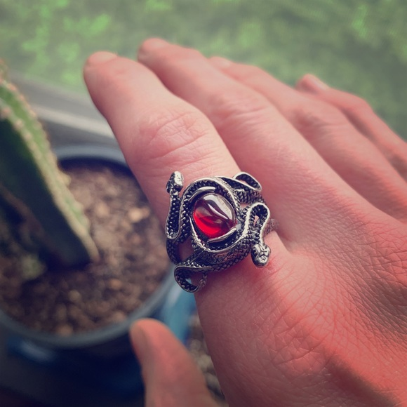 Vintage Jewelry - Vintage Serpent Biker Ring 🤘🏻🐍